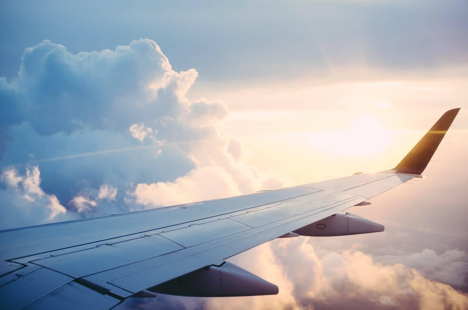 Plane in flight - Fly back to UK