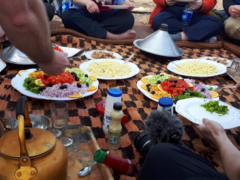 Lunch on the Sahara trek trip